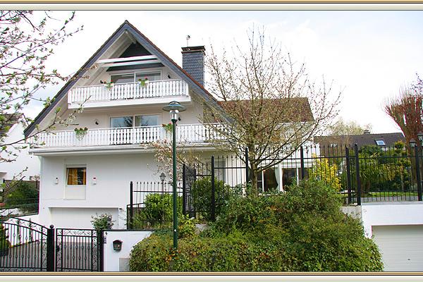 villa in kaiserswerth zu verkaufen einfamilienhaus in ruhiger lage. Black Bedroom Furniture Sets. Home Design Ideas