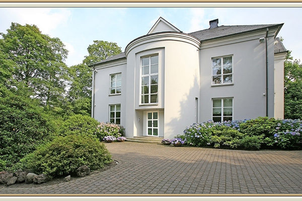 villa bei d sseldorf mit parkgrundst ck zu verkaufen. Black Bedroom Furniture Sets. Home Design Ideas