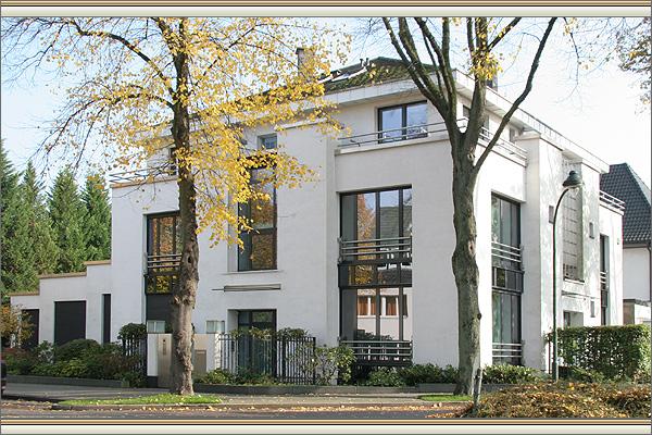 u erst repr sentative villa mit einer einliegerwohnung in d sseldorf rath. Black Bedroom Furniture Sets. Home Design Ideas