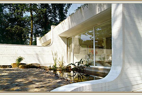 immobilie mit einzigartiger architektur in viersen. Black Bedroom Furniture Sets. Home Design Ideas