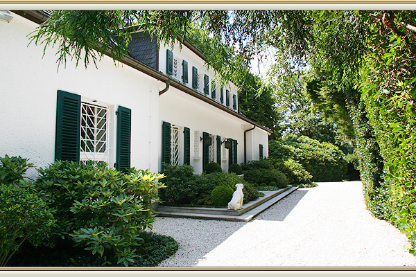 landhaus mit parkgrundst ck in d sseldorf ludenberg zu verkaufen. Black Bedroom Furniture Sets. Home Design Ideas